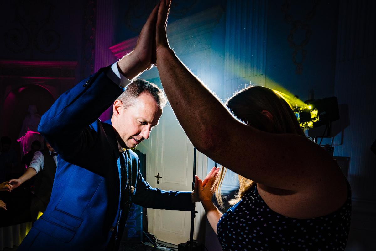 Coole Partyfotos bei Hochzeitsparty Bonn mit Hochzeitsfotograf Bonn-14