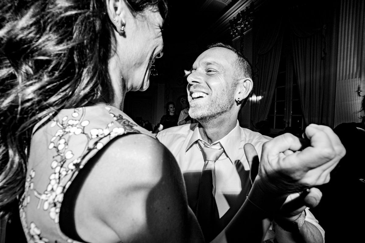 Coole Partyfotos bei Hochzeitsparty Bonn mit Hochzeitsfotograf Bonn-5