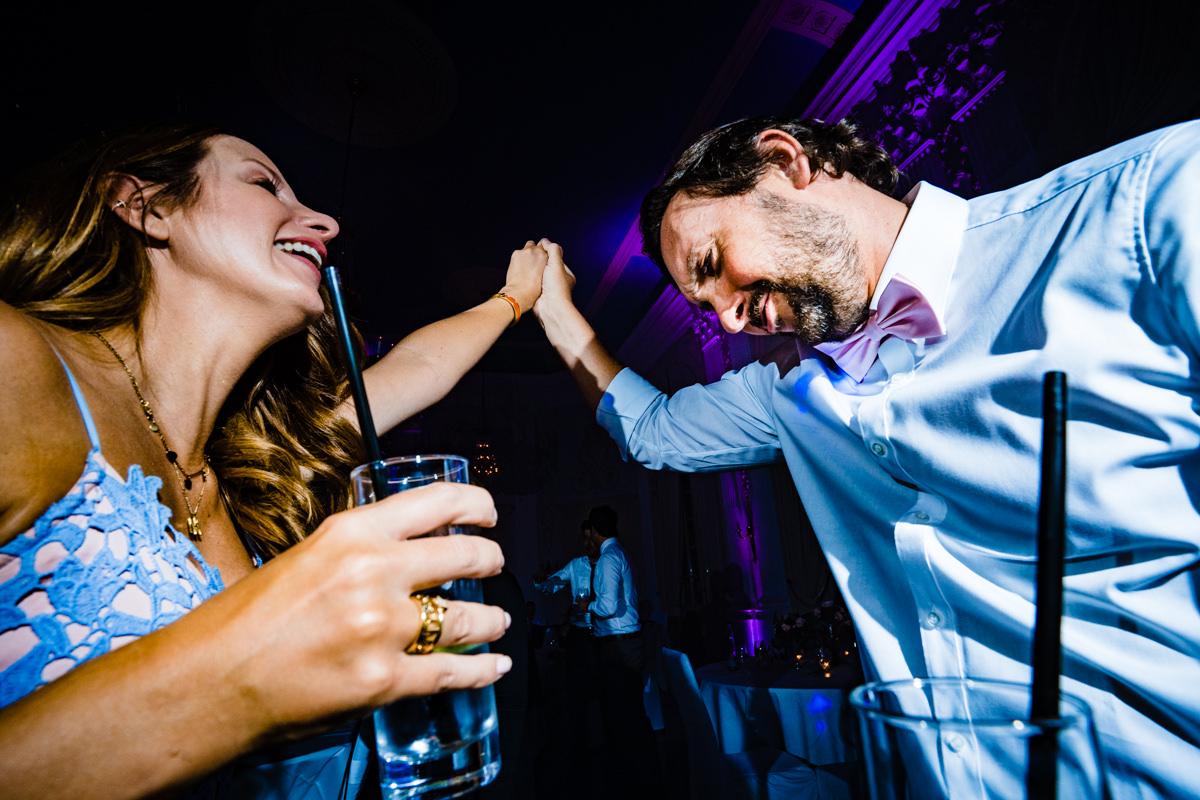 Coole Partyfotos bei Hochzeitsparty Bonn mit Hochzeitsfotograf Bonn-8