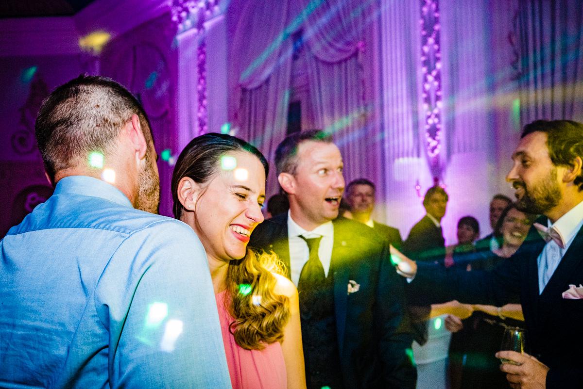 Coole Partyfotos bei Hochzeitsparty Bonn mit Hochzeitsfotograf Bonn