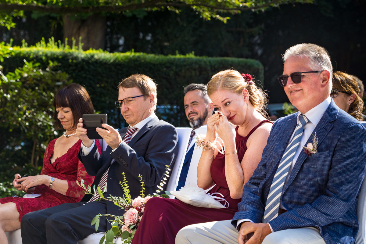 Emotionale sommerhochzeit in Hochzeitslocation Bonn mit Hochzeitsfotograf Bonn-2