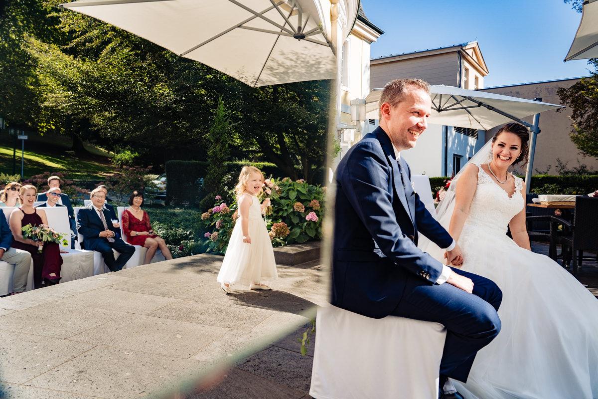 Emotionale sommerhochzeit in Hochzeitslocation Bonn mit Hochzeitsfotograf Bonn-3