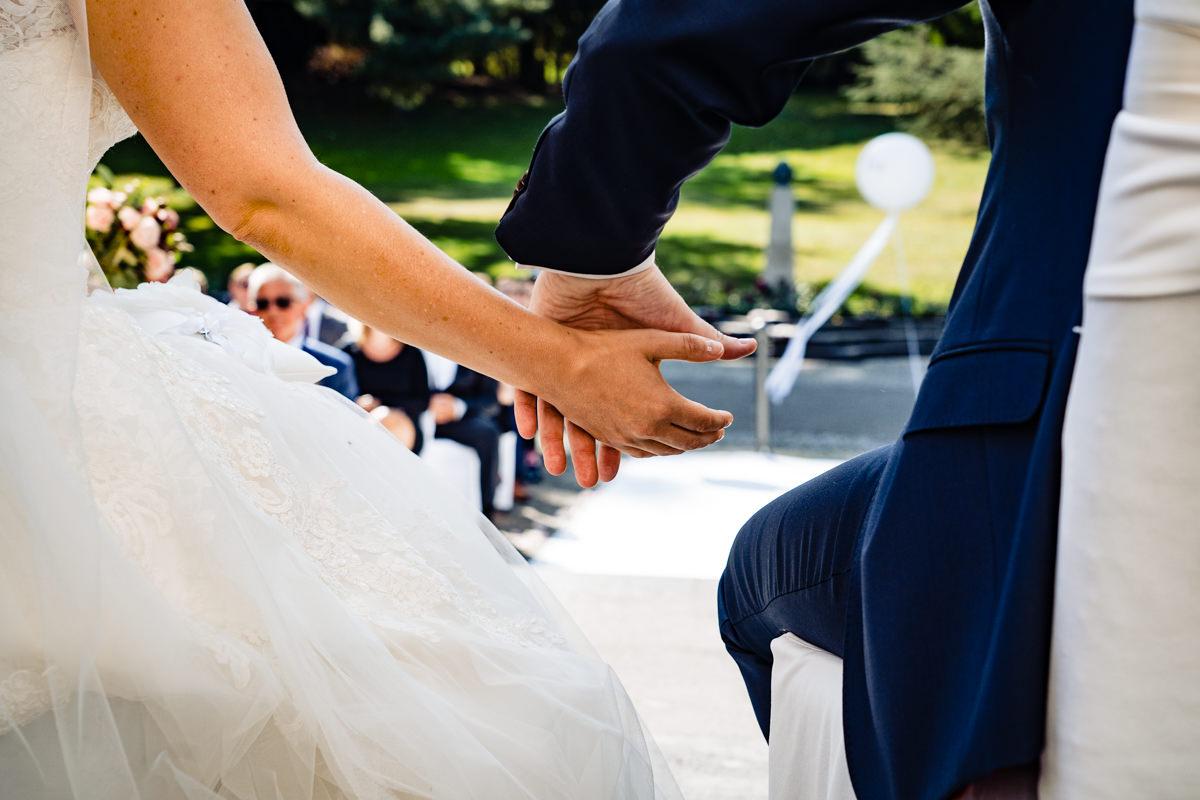 Emotionale sommerhochzeit in Hochzeitslocation Bonn mit Hochzeitsfotograf Bonn-4
