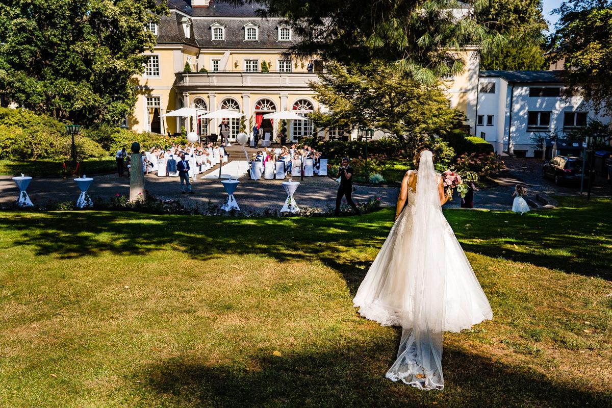 Freie Trauung in Hochzeitslocation Bonn Redoute mit Hochzeitsfotograf Bonn-5