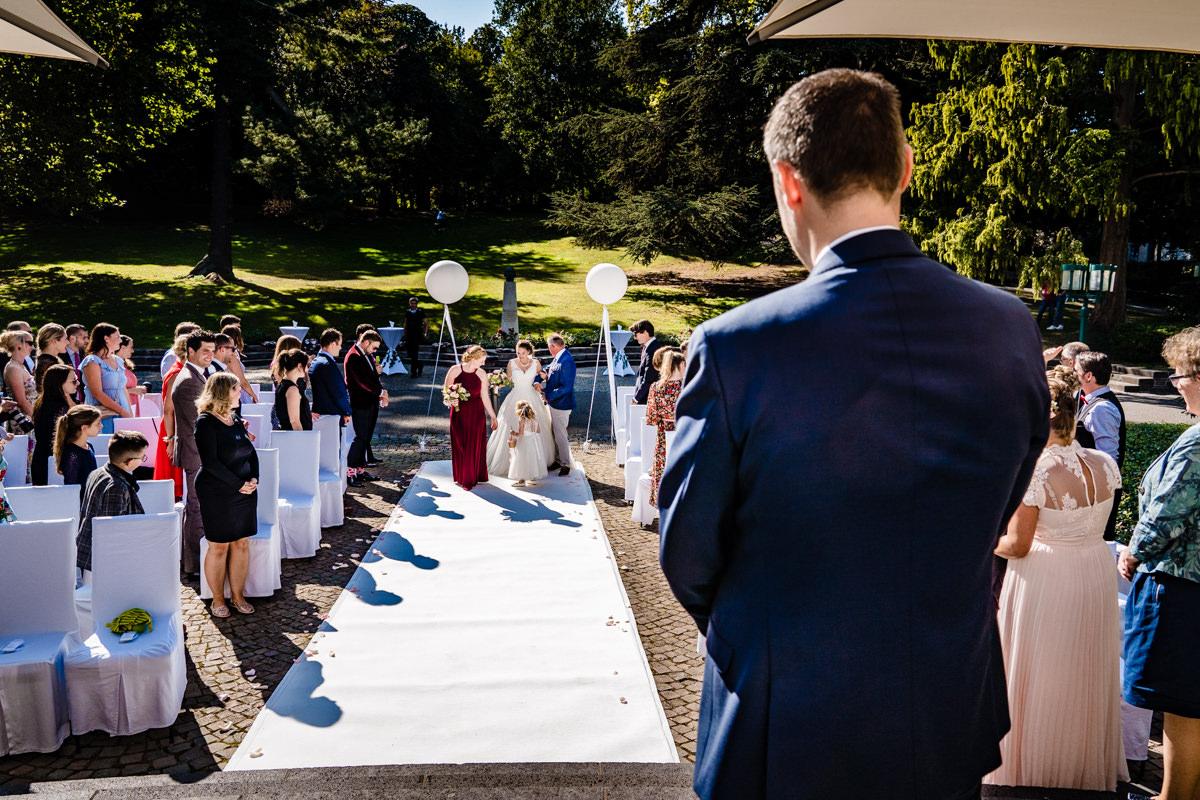 Freie Trauung in Hochzeitslocation Bonn Redoute mit Hochzeitsfotograf Bonn-6