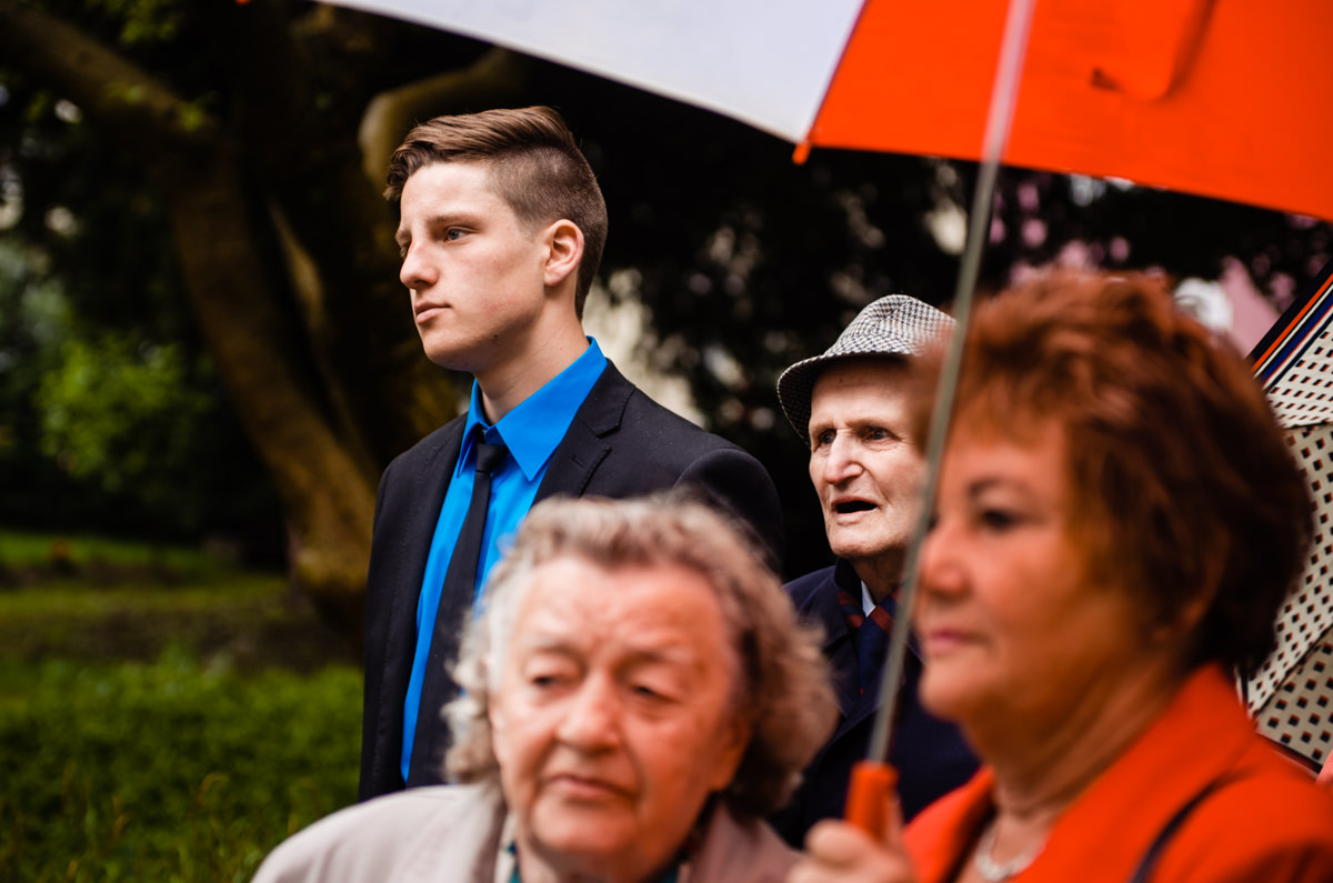 Gaeste vor Hochzeit Standesamt Solingen Haus Kirschheide mit Hochzeitsfotograf Solingen