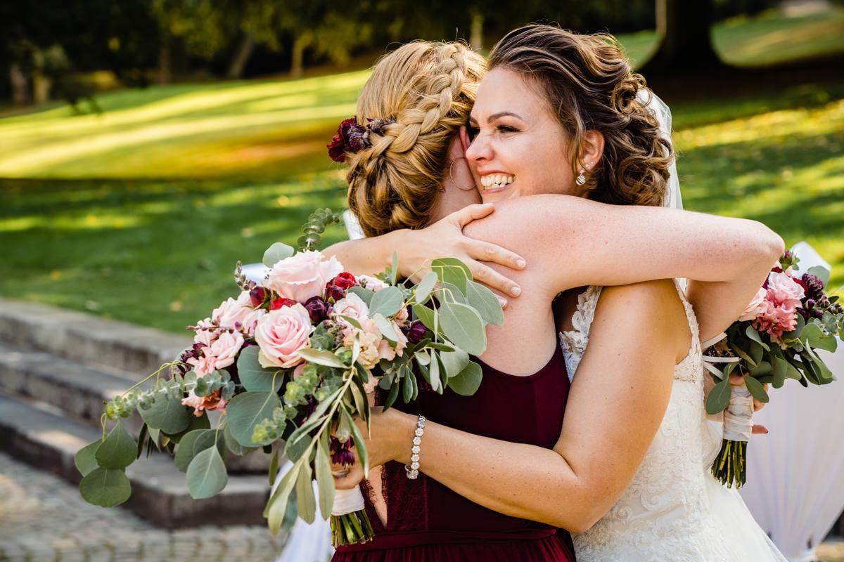 Gratulation Hochzeitspaar nach Trauung Bonn mit Hochzeitsfotograf Bonn-2