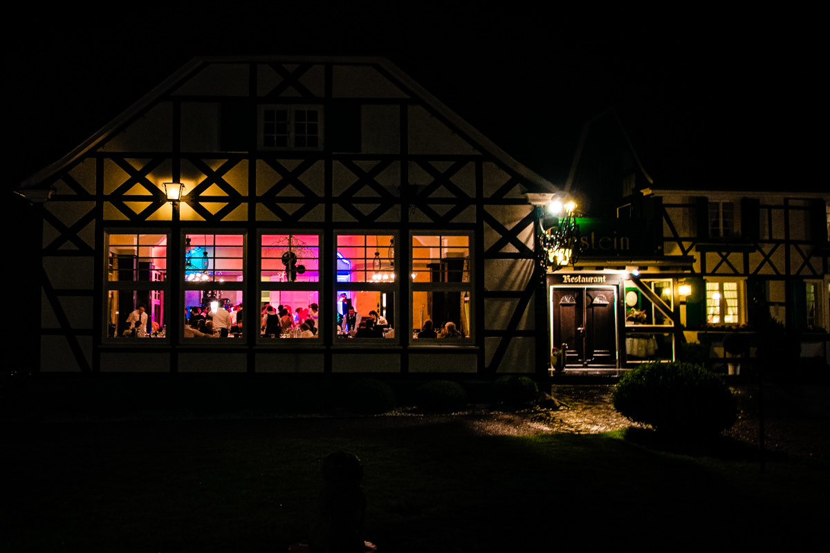 Hochzeitparty bei Hochzeitsfeier in Restaurant Ruedenstein Solingen-6