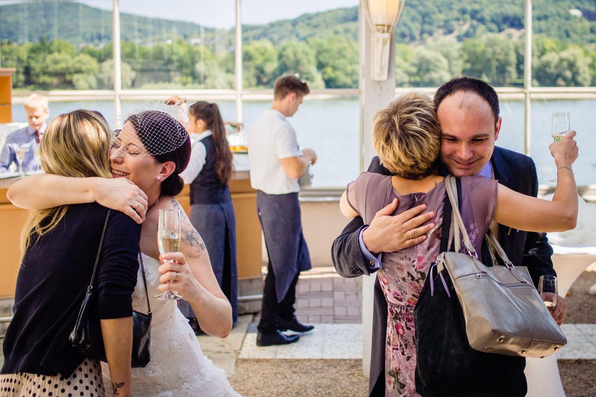 Hochzeitsempfang bei Hochzeit in Bonn Hochzeitslocation Bonn rheinhotel Dreesen mit Hochzeitsfotograf Bonn-7