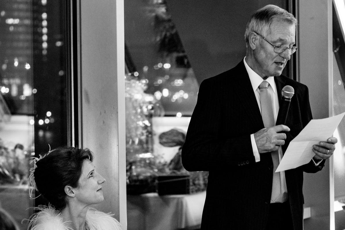 Hochzeitsgaeste bei Hochzeitslocation Koeln Schokoladenmuseum mit Hochzeitsfotograf Koeln-5