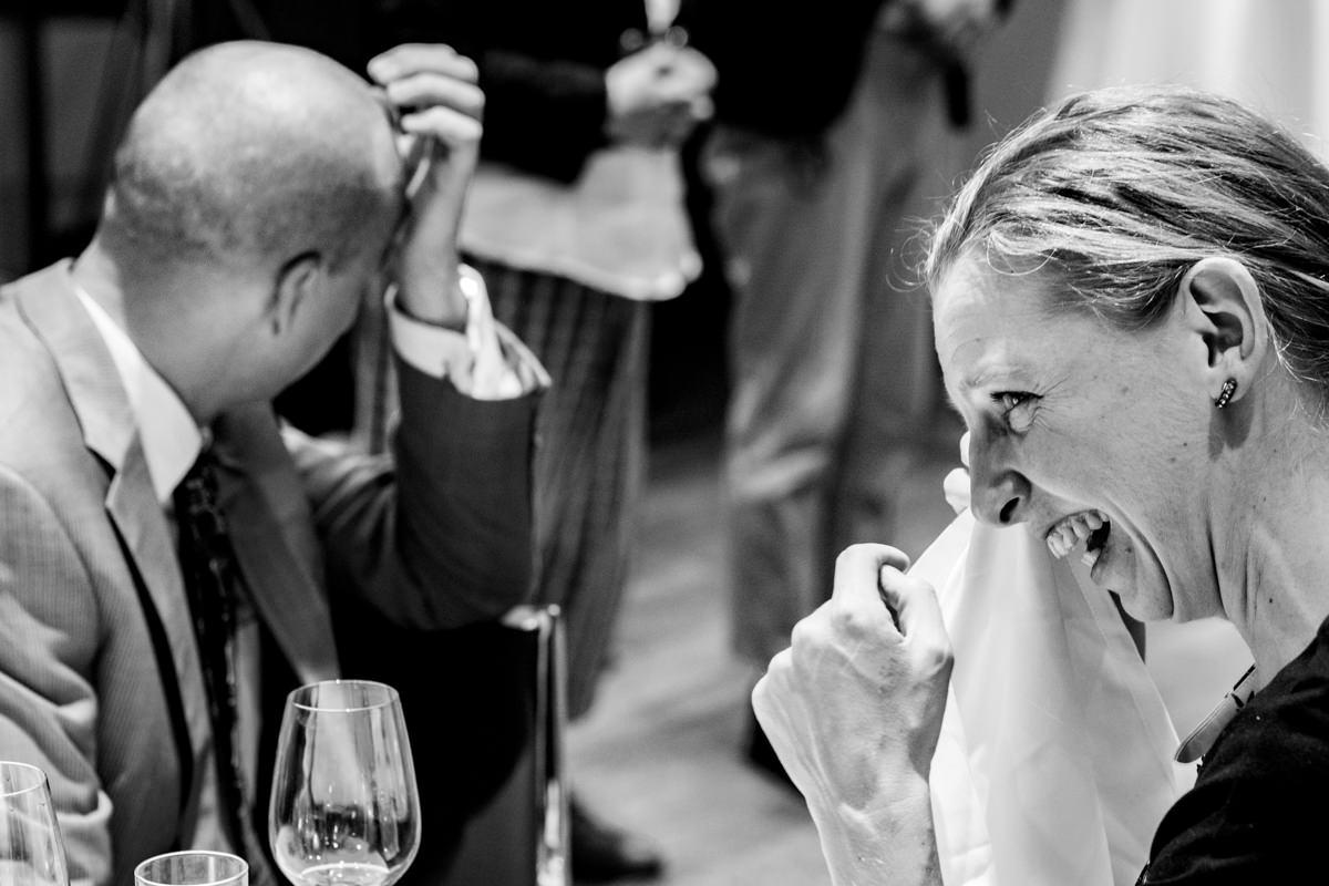 Hochzeitsgast bei Hochzeitsfeier Koeln im Schokoladenmuseum mit Hochzeitsfotograf Koeln