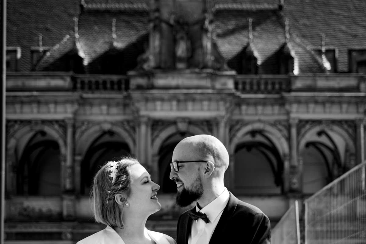 Hochzeitspaar bei Hochzeit im Standesamt Rathaus Koeln mit Hochzeitsfotograf Koeln-2