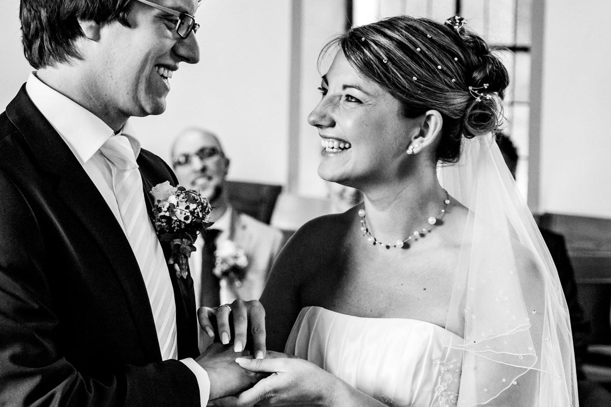 Hochzeitspaar bei evangelischer Trauung Solingen Widdert mit Hochzeitsfotograf Solingen