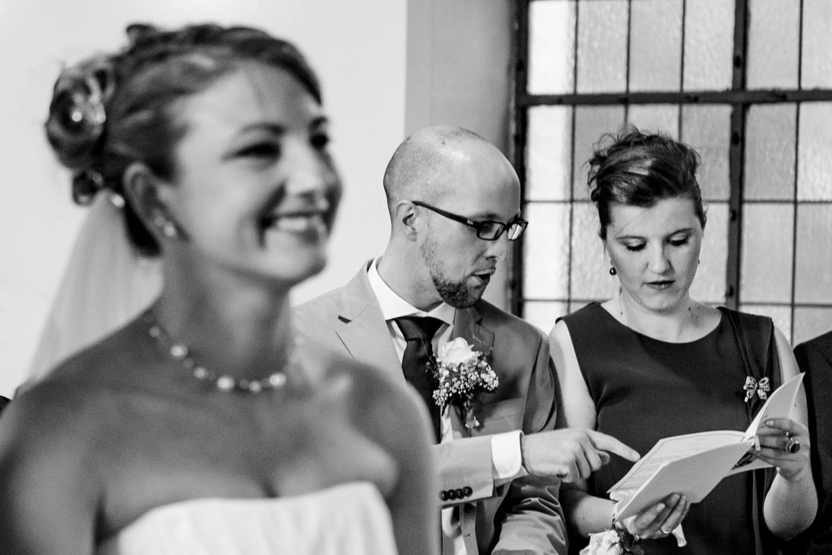 Hochzeitspaar bei kirchlicher Trauung Solingen Widdert mit Hochzeitsfotograf Solingen-3