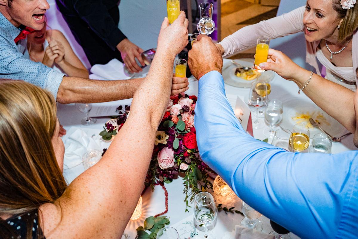 Hochzeitsparty bei Hochzeit Redoute Bonn mit Hochzeitsfotograf Bonn-3