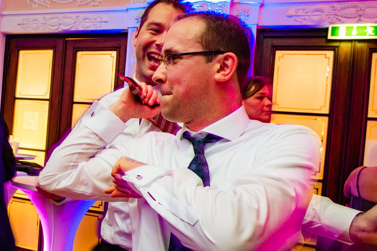 Hochzeitsparty bei Hochzeit in Bonn Bad Godesberg Hochzeitslocation Rheinhotel Dreesen mit Hochzeitsfotograf Bonn-12