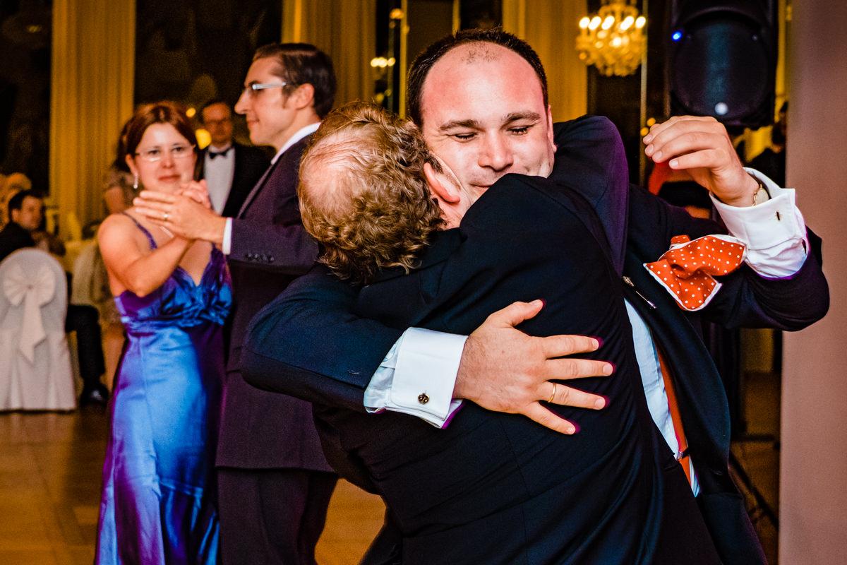 Hochzeitsparty bei Hochzeit in Bonn Bad Godesberg Hochzeitslocation Rheinhotel Dreesen mit Hochzeitsfotograf Bonn-5