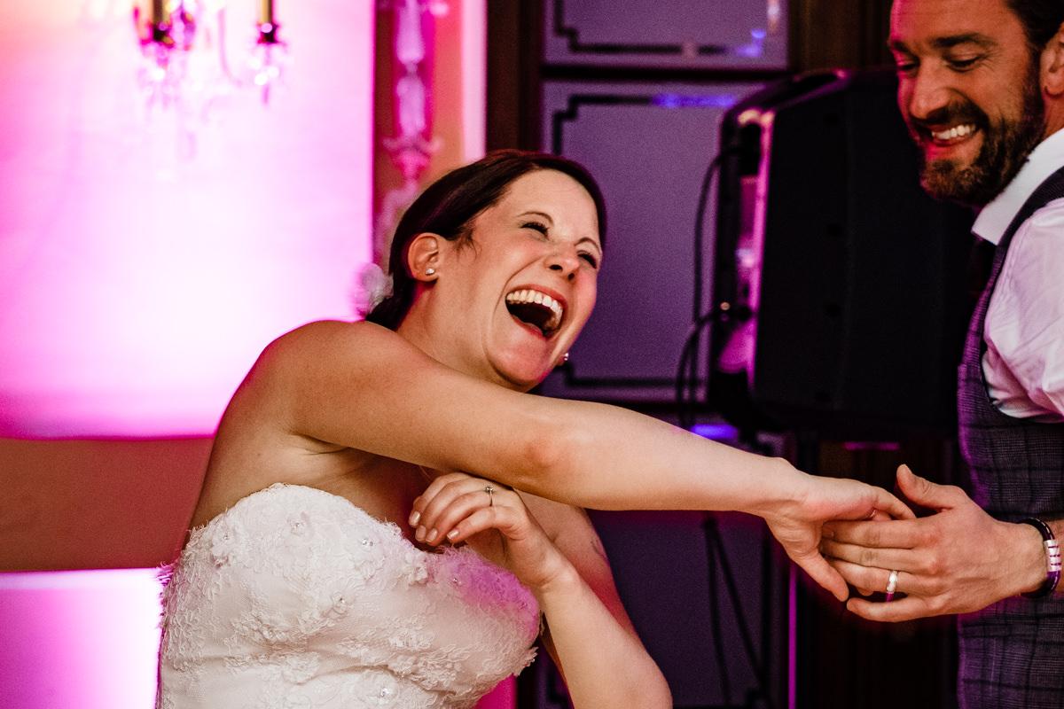 Hochzeitsparty bei Hochzeit in Bonn Bad Godesberg Hochzeitslocation Rheinhotel Dreesen mit Hochzeitsfotograf Bonn-7