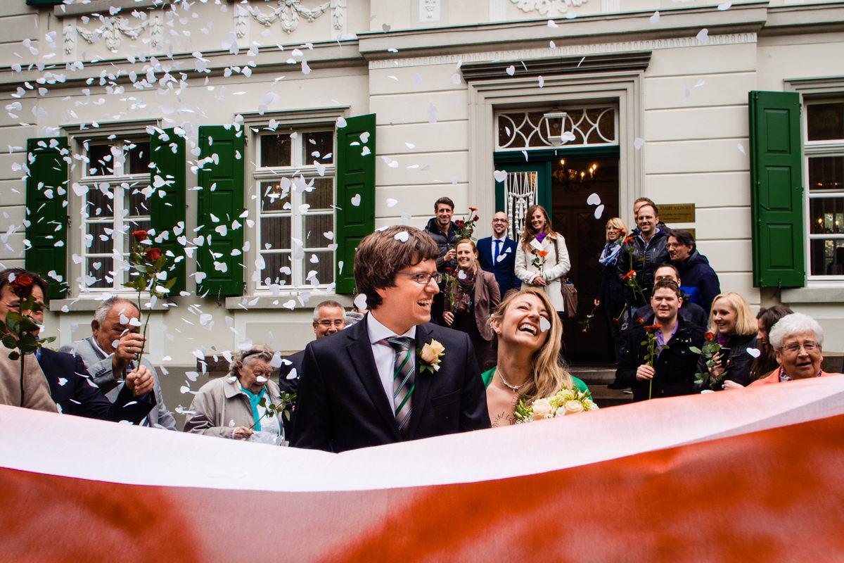 Hochzeitsspiele bei Trauung im Standesamt Solingen Haus Kirschheide mit Hochzeitsfotograf Solingen-2