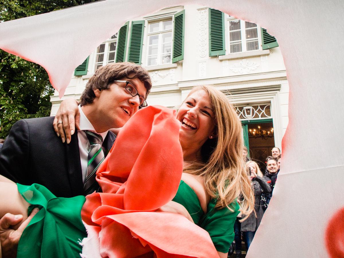 Hochzeitsspiele bei Trauung im Standesamt Solingen Haus Kirschheide mit Hochzeitsfotograf Solingen-3