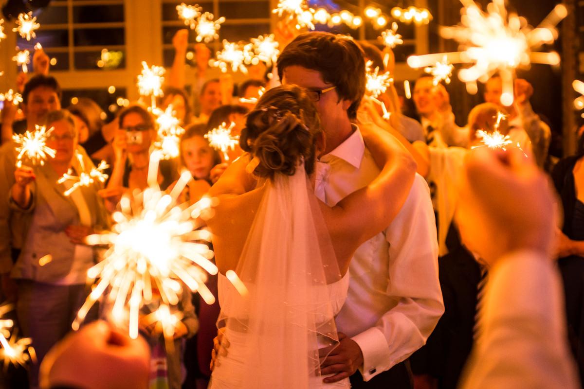 Hochzeitstanz bei Hochzeitsfeier in Restaurant Ruedenstein Solingen-2