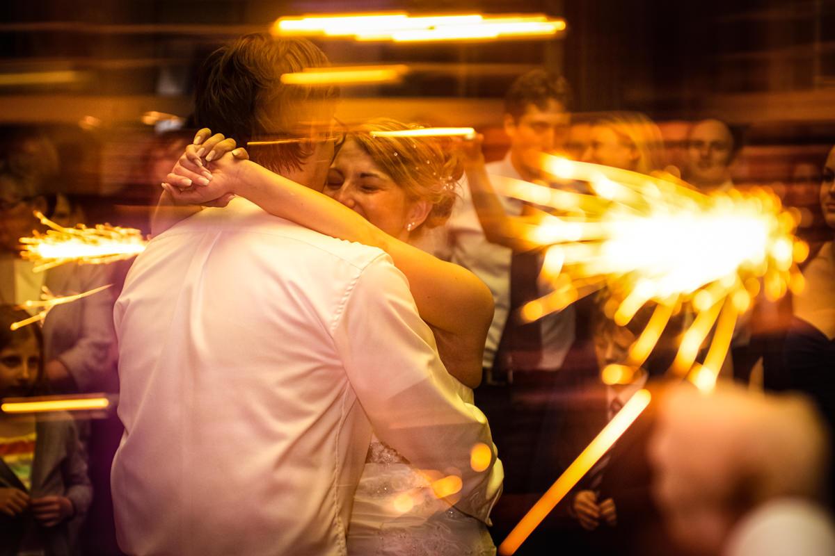Hochzeitstanz bei Hochzeitsfeier in Restaurant Ruedenstein Solingen-3