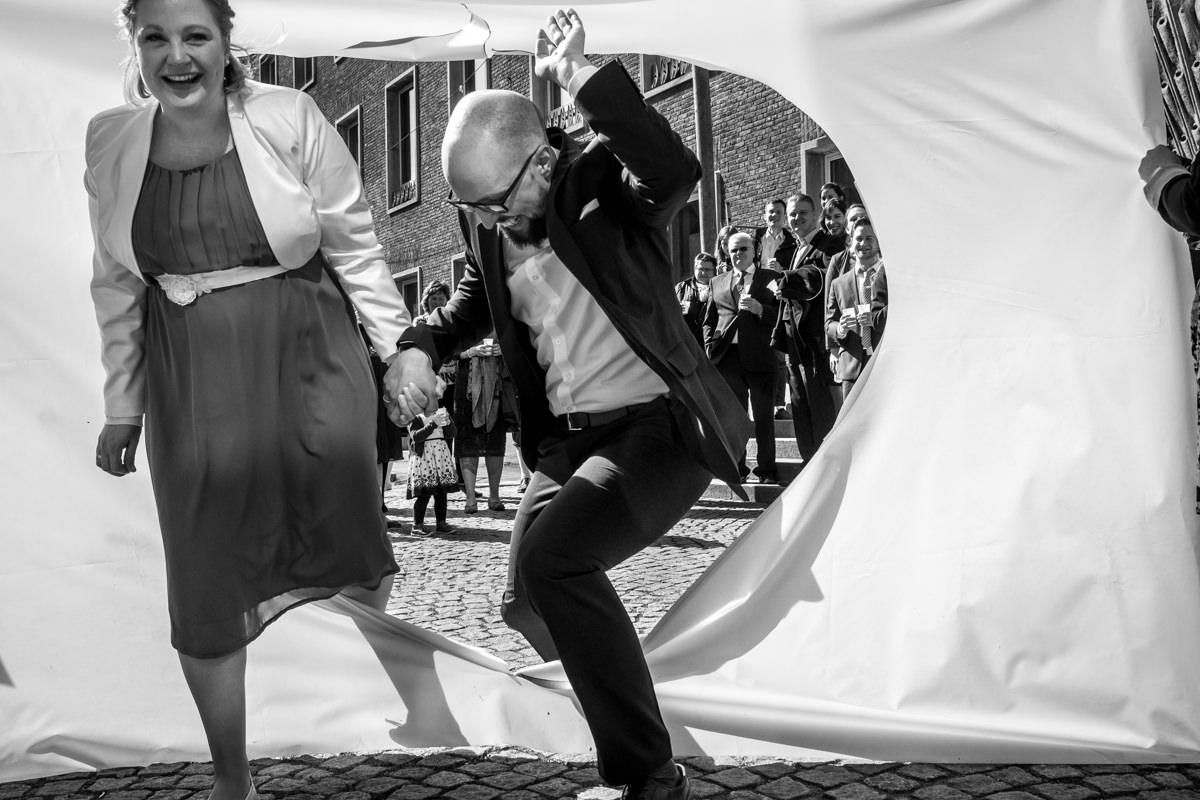 Sektempfang bei Hochzeit im Standesamt Rathaus Köln mit Hochzeitsfotograf Köln