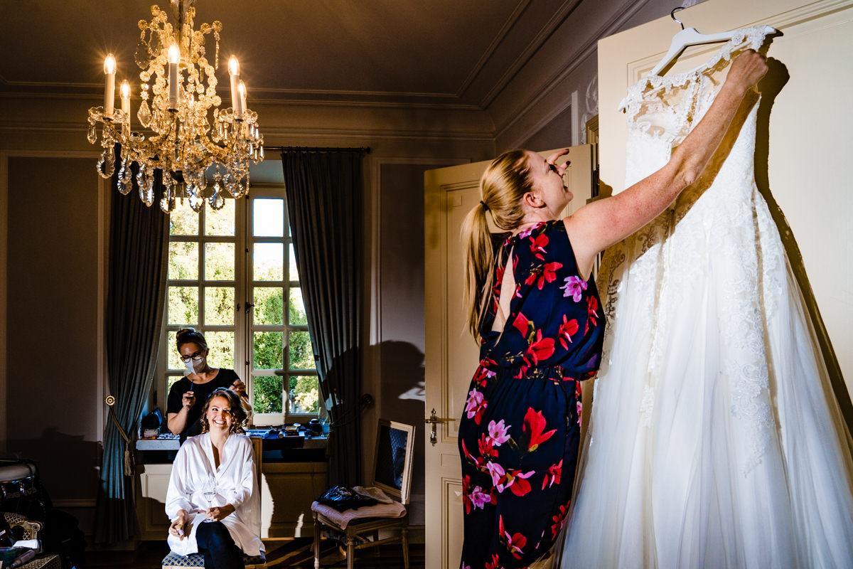 Vorbereitung für Hochzeit in Redoute Bonn mit Hochzeitsfotograf Bonn